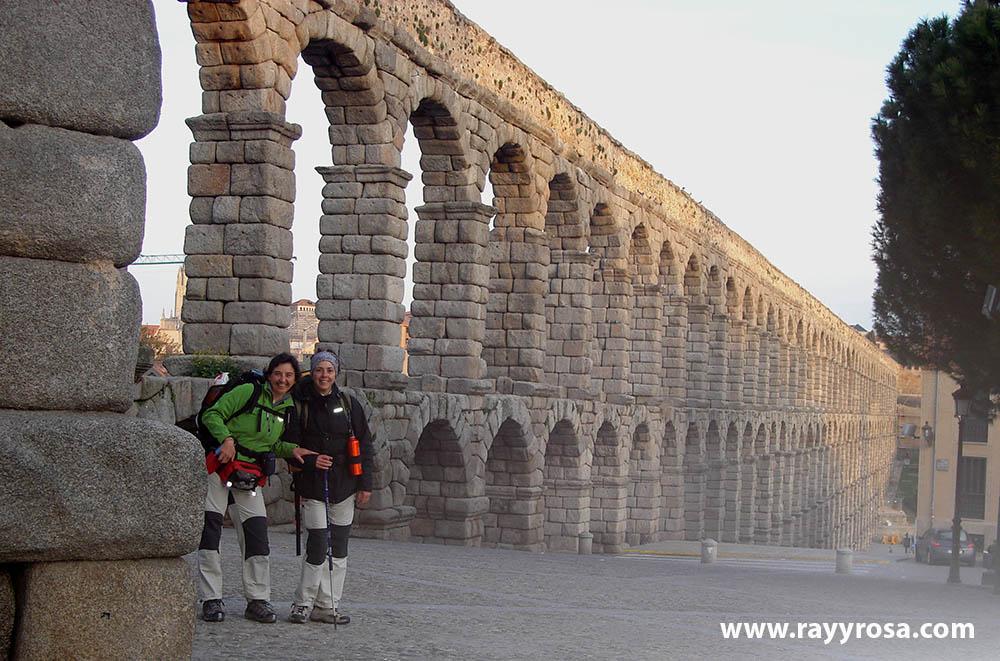 En el acueducto de Segovia, comenzando la etapa